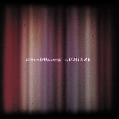 تکنوازی پیانو وهم آلود داستین اوهالورن در آلبوم « روشنایی »