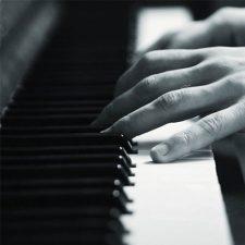 آهنگ پیانو عاشقانه و دراماتیک Dont Cry اثری از Jurrivh
