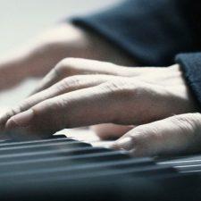 آهنگ پیانو آرامش بخش و غم آلود Gone اثری از Jurrivh