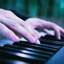 موسیقی بی کلام پیانو آرام و غم آلود Loneliness اثری از Jurrivh