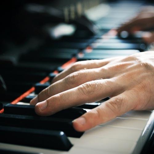 آهنگ Forgive Me موسیقی بی کلام پیانو احساسی و غم انگیز از Jurrivh