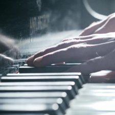 موسیقی پیانو عاشقانه و احساسی I Love You اثری از Jurrivh