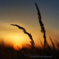 پیانو آرامش بخش Moment Of Silence اثری از Edvard Kravchuk
