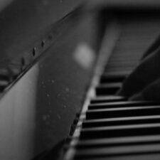 پیانو عاشقانه و احساسی Falling In Love اثری از Jurrivh