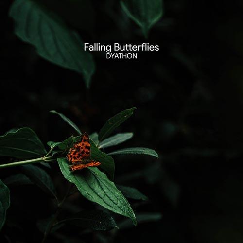 سقوط پروانه ها ، موسیقی پیانو غمگین از دیاتون