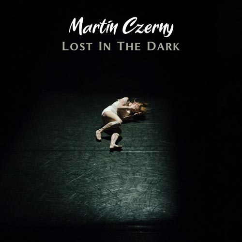 گمشده در تاریکی ، پیانو و ویولنسل غمگین و آرامش بخش از مارتین چرنی